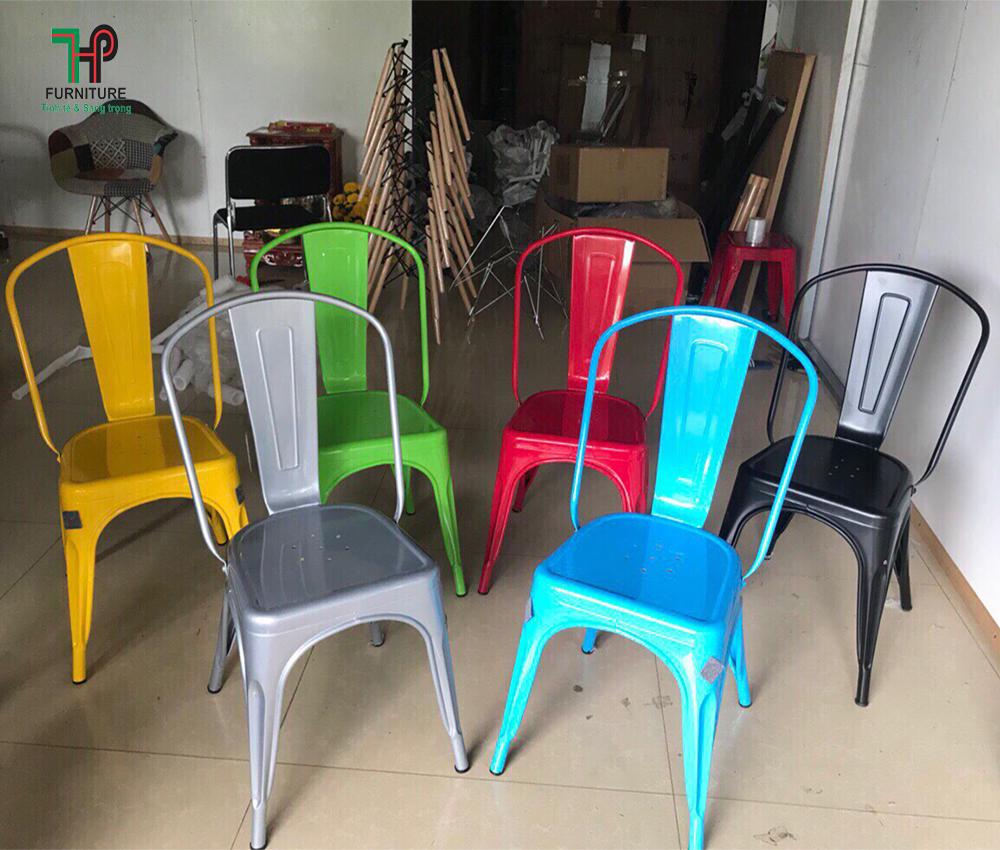 Ghế sắt sơn nhiều màu